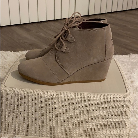 Toms Shoes   Kala Wedge Bootie Size 9